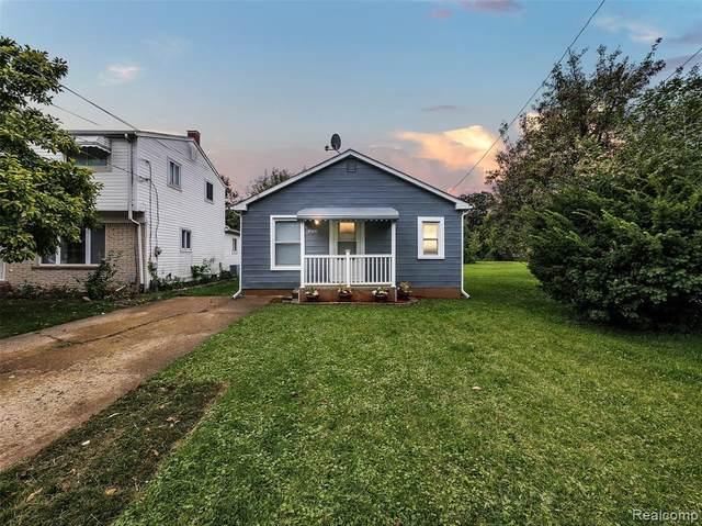 32723 Robeson St, Saint Clair Shores, MI 48082 (MLS #2210079341) :: Kelder Real Estate Group