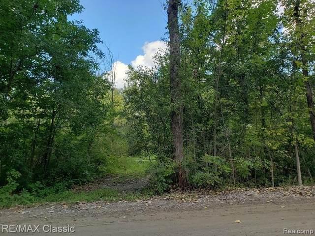 50140 W Nine Mile Rd Rd, Novi, MI 48374 (MLS #2210081369) :: Kelder Real Estate Group