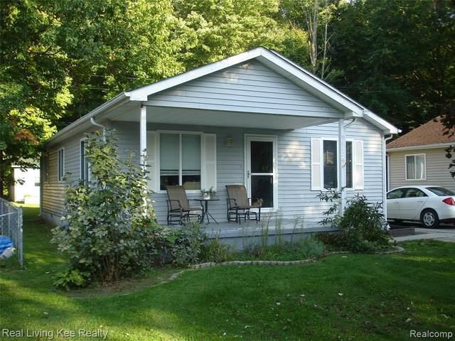 9117 Maple, Clay, MI 48001 (MLS #2210081306) :: Kelder Real Estate Group