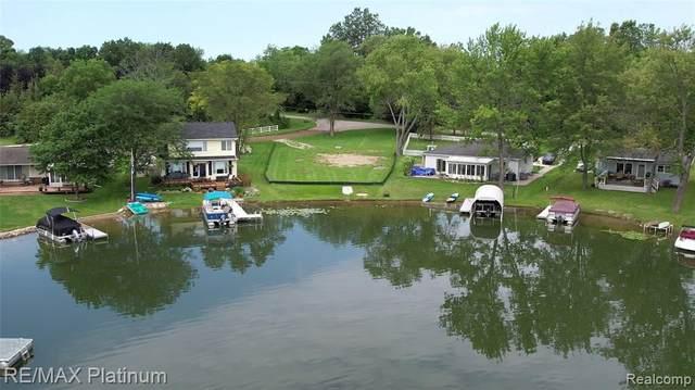 10576 Runyan Lake Crt, Fenton, MI 48430 (MLS #2210082113) :: Kelder Real Estate Group