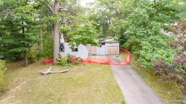 2404 Uplong St, West Bloomfield, MI 48324 (MLS #2210083974) :: Kelder Real Estate Group