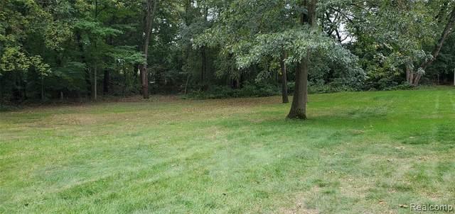 3378 Winterberry Dr, West Bloomfield, MI 48324 (MLS #2210084186) :: Kelder Real Estate Group