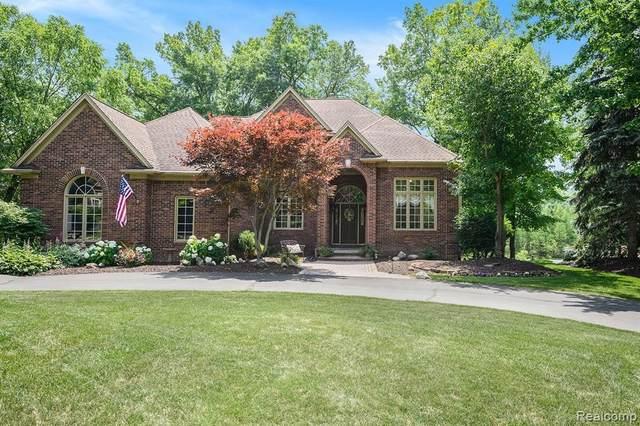 10145 Creekwood Trail, Davisburg, MI 48350 (MLS #2210084806) :: Kelder Real Estate Group