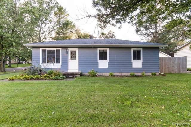 427 Sherwood Crt, Holly, MI 48442 (MLS #2210085525) :: The BRAND Real Estate