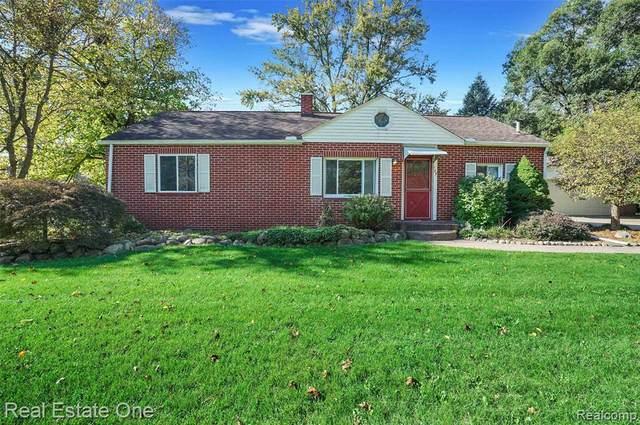 125 Shadywood Rd, Rochester Hills, MI 48307 (MLS #2210085882) :: Kelder Real Estate Group