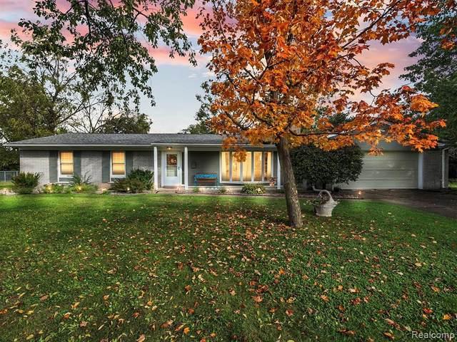8053 Grenard Crt, Grand Blanc, MI 48439 (MLS #2210085929) :: Kelder Real Estate Group