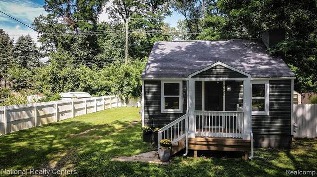 9608 Garden Trc, Commerce Twp, MI 48382 (MLS #2210086603) :: Kelder Real Estate Group