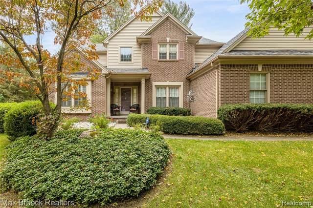 2592 Water Oaks, Orchard Lake, MI 48324 (MLS #2210086316) :: Kelder Real Estate Group