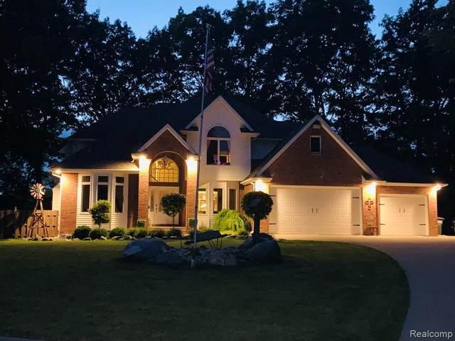 501 Dutch Mill Dr, Flushing, MI 48433 (MLS #2210086649) :: The BRAND Real Estate