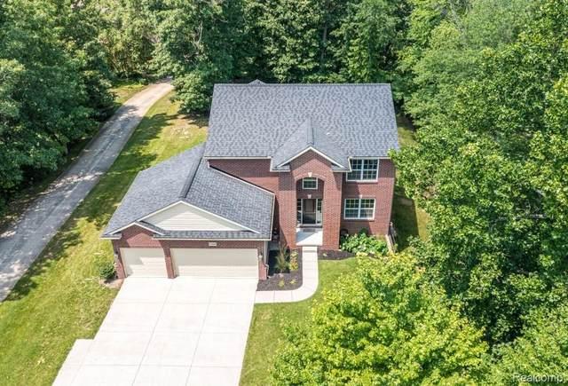 10398 Riverwood Crt, White Lake, MI 48386 (MLS #2210086992) :: Kelder Real Estate Group