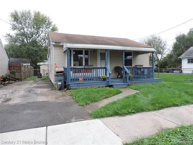 2064 E Parkwood Ave, Burton, MI 48529 (MLS #2210087164) :: The BRAND Real Estate