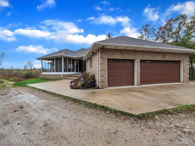 925 Maxfield Rd, Hartland, MI 48353 (MLS #2210086791) :: The BRAND Real Estate