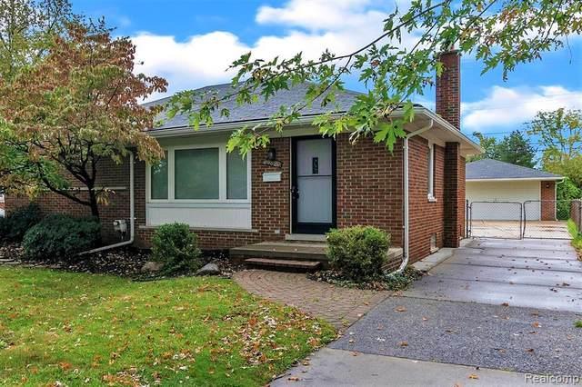 20820 Yale St, Saint Clair Shores, MI 48081 (MLS #2210087247) :: Kelder Real Estate Group