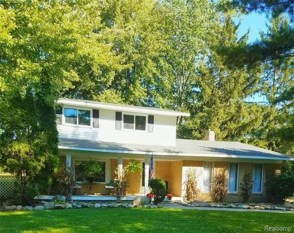 8390 Kendall Rd, Columbus, MI 48063 (MLS #2210084516) :: Kelder Real Estate Group