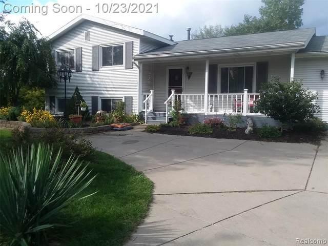 5011 E Baldwin Rd, Holly, MI 48442 (MLS #2210087751) :: The BRAND Real Estate