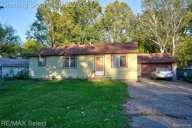 3221 Kleinpell St, Burton, MI 48529 (MLS #2210087792) :: The BRAND Real Estate