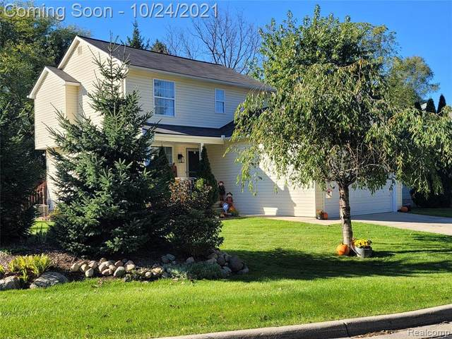 540 Mill Pond Dr, Fenton, MI 48430 (MLS #2210087944) :: The BRAND Real Estate
