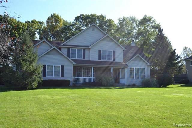 5143 Queensway, Howell, MI 48843 (MLS #2210087987) :: The BRAND Real Estate