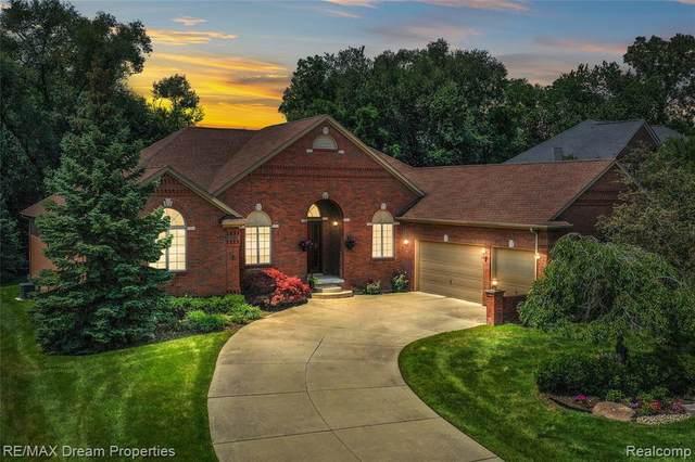 19009 Vanderhaven Lane, Livonia, MI 48152 (MLS #2210088393) :: Kelder Real Estate Group