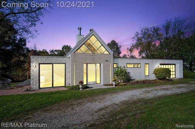7445 Valley Forge Dr, Brighton, MI 48116 (MLS #2210087590) :: The BRAND Real Estate