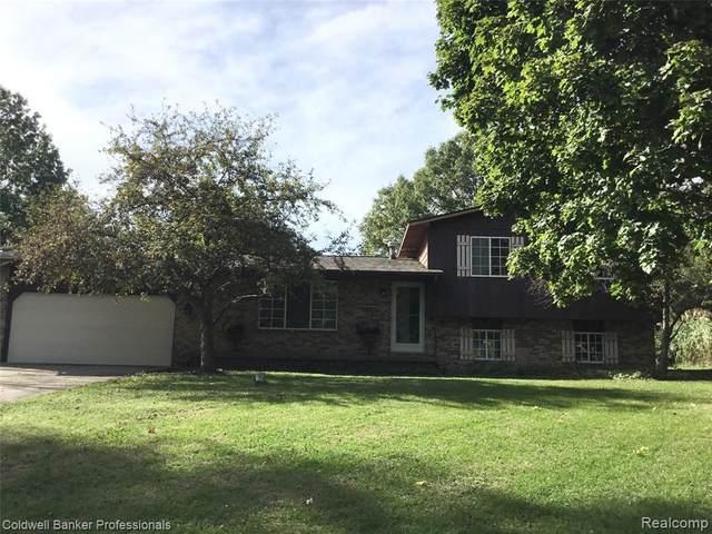 11421 Malaga Dr, Fenton, MI 48430 (MLS #2210083912) :: The BRAND Real Estate