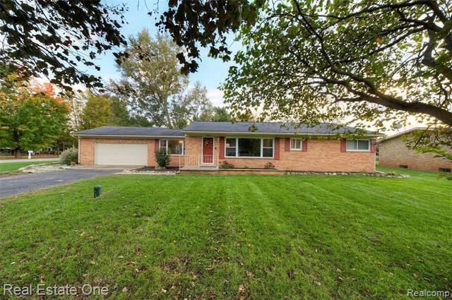 9766 Betty Dr, Brighton, MI 48116 (MLS #2210088293) :: The BRAND Real Estate