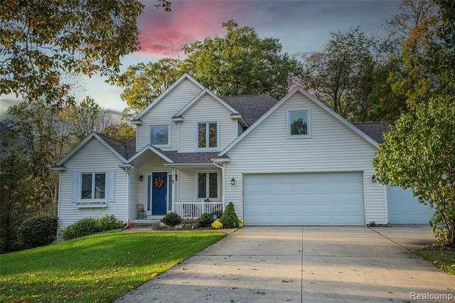 1196 Butternut Crt, Fenton, MI 48430 (MLS #2210088225) :: The BRAND Real Estate