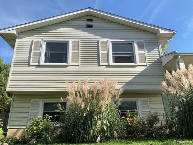 5162 Old Franklin Rd, Grand Blanc, MI 48439 (MLS #2210088456) :: The BRAND Real Estate