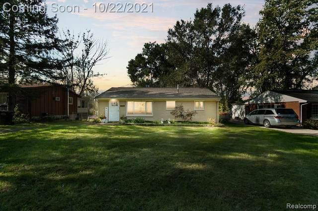 5336 Leland St, Brighton, MI 48116 (MLS #2210088497) :: The BRAND Real Estate