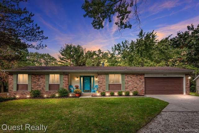 8955 Onandaga Rd, Clarkston, MI 48348 (MLS #2210088826) :: Kelder Real Estate Group