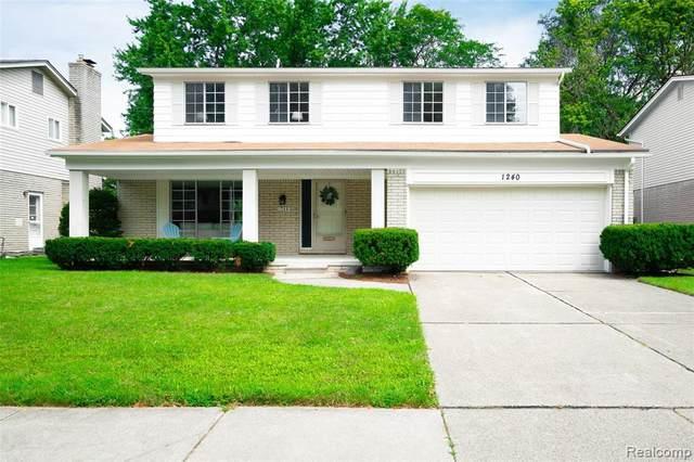 1240 Blairmoor Crt, Grosse Pointe Woods, MI 48236 (MLS #2210089007) :: Kelder Real Estate Group