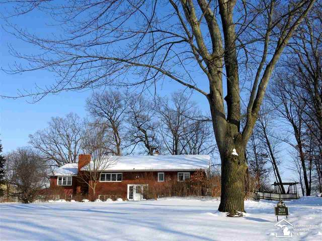 2818 Ashling Dr, Monroe, MI 48162 (MLS #50035228) :: The BRAND Real Estate
