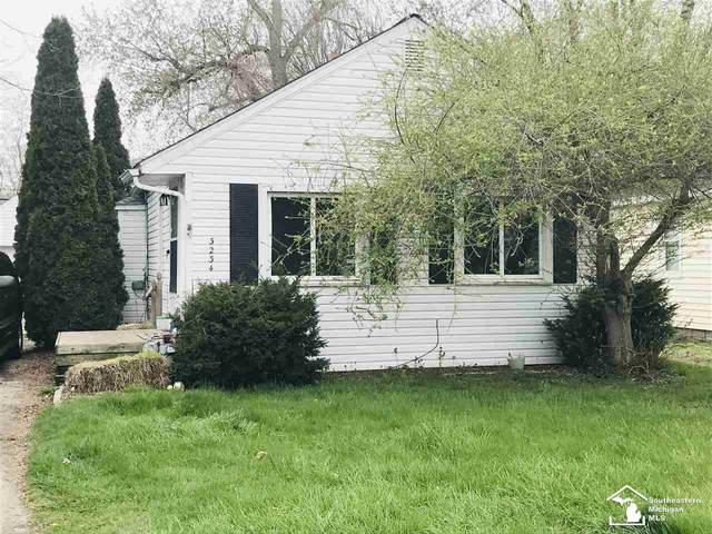 3234 Oakwood St, Monroe, MI 48162 (MLS #50039411) :: The BRAND Real Estate