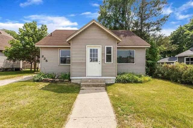 225 W Grout St, Gladwin, MI 48624 (MLS #50047640) :: Kelder Real Estate Group