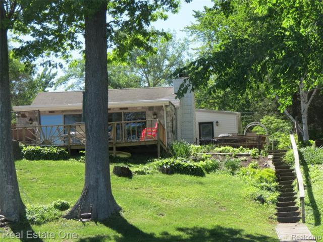 1279 Maxfield Rd, Hartland, MI 48353 (MLS #219042760) :: The John Wentworth Group