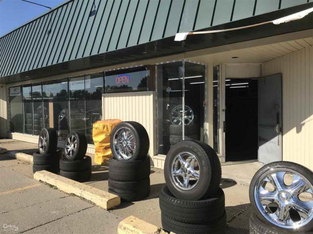 36333 Groesbeck, Clinton Township, MI 48035 (MLS #31335542) :: The Tom Lipinski Team at Keller Williams Lakeside Market Center