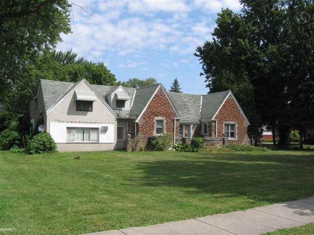 18881 Common Rd, Roseville, MI 48066 (MLS #31391679) :: The Tom Lipinski Team at Keller Williams Lakeside Market Center