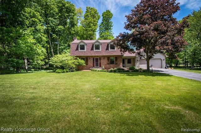 2602 N Tipsico Lake Rd, Hartland, MI 48353 (MLS #2200037619) :: Scot Brothers Real Estate