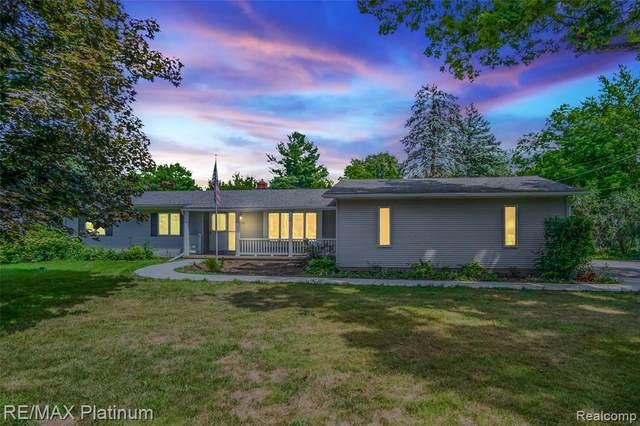 1712 Maxfield Rd, Hartland, MI 48353 (MLS #2200066850) :: Scot Brothers Real Estate