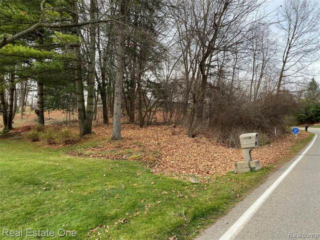 VACANT Tipsico Lake Rd, Hartland, MI 48353 (MLS #2200094651) :: The BRAND Real Estate