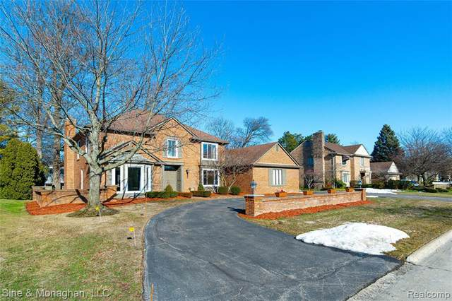 32 Fordcroft St, Grosse Pointe Shores, MI 48236 (MLS #2210012149) :: The BRAND Real Estate