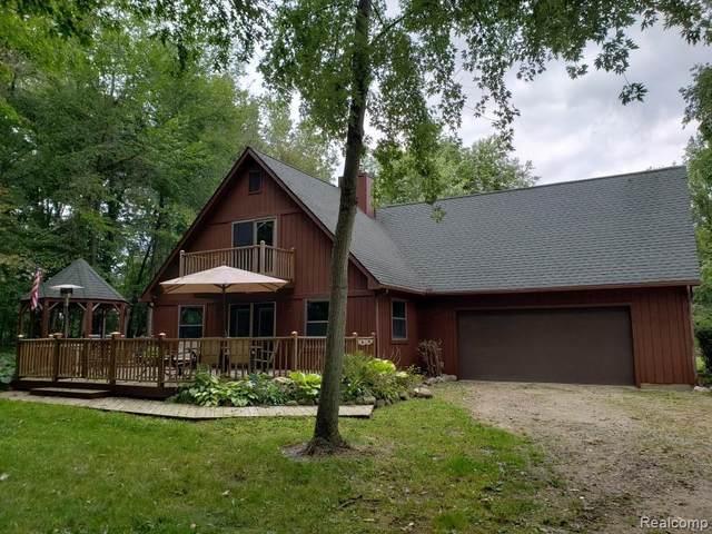 7341 Hogan Rd, Fenton, MI 48430 (MLS #2210023835) :: The BRAND Real Estate