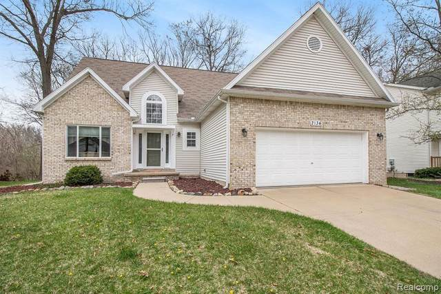 2134 N Laurel Oak Dr, Howell, MI 48855 (MLS #2210023532) :: The BRAND Real Estate