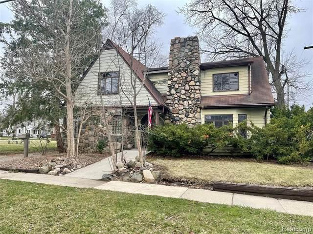 110 Detroit St, South Lyon, MI 48178 (MLS #2210025127) :: The BRAND Real Estate
