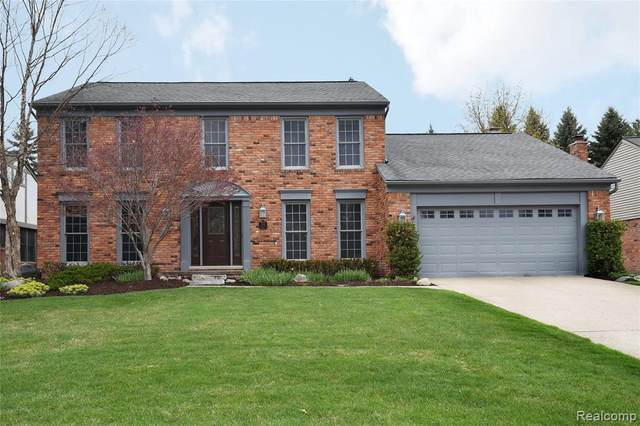 1424 Oakstone Dr, Rochester Hills, MI 48309 (MLS #2210023717) :: The BRAND Real Estate