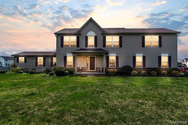 8080 Hidden Ponds Dr, Grand Blanc, MI 48439 (MLS #2210026172) :: The BRAND Real Estate