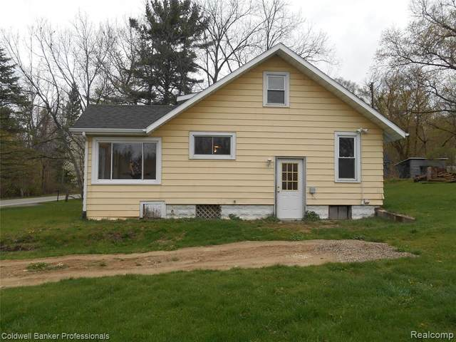2280 Millville Rd, Lapeer, MI 48446 (MLS #2210027269) :: The BRAND Real Estate