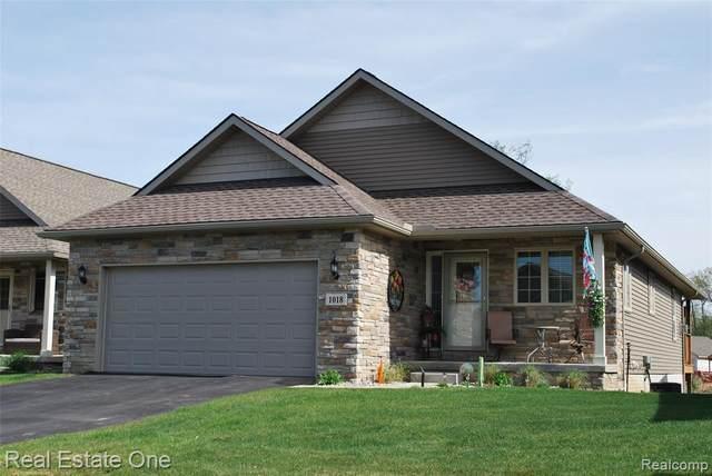 1018 Ridgeview Dr, Tecumseh, MI 49286 (MLS #2210031367) :: The BRAND Real Estate