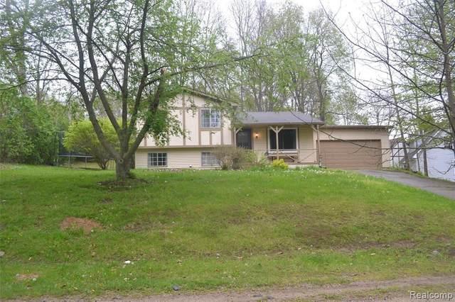 2040 Palisades Dr, Ortonville, MI 48462 (MLS #2210032768) :: The BRAND Real Estate