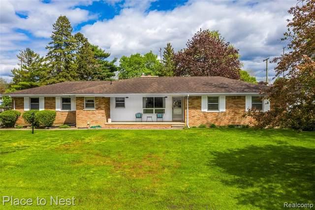 6381 Gilmore St, Van Buren Twp, MI 48111 (MLS #2210032965) :: The BRAND Real Estate